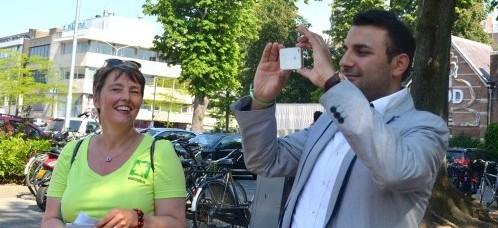 Ingeborg met wethouder Yasin Torunoglu in 040