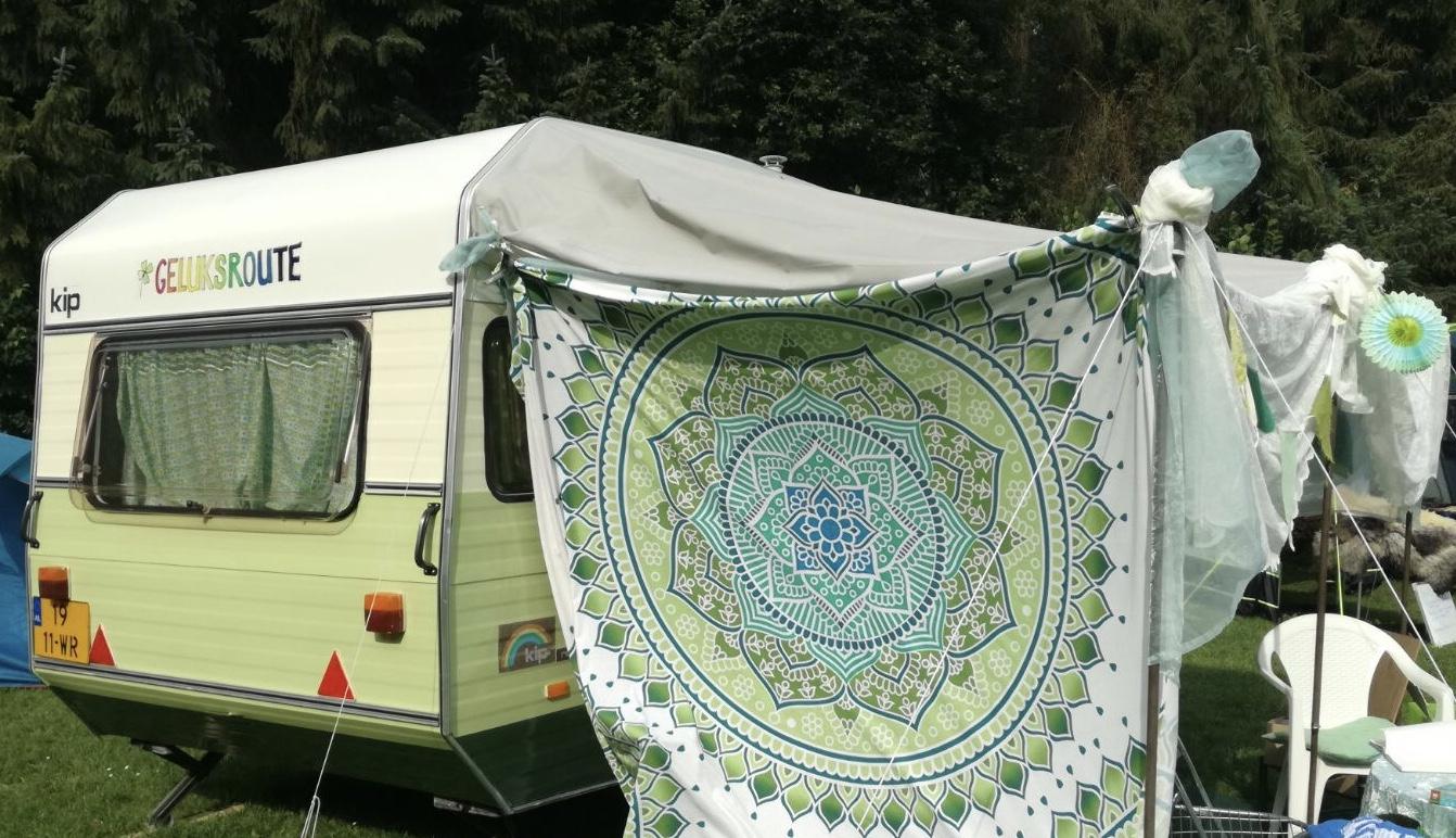 De Geluksroute caravan is te vinden op het Stadhuisplein op 11-12 november